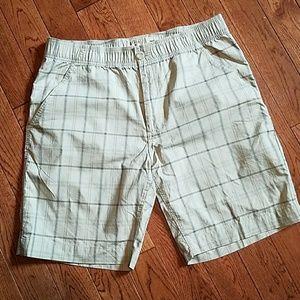 bass pro shop plaid shorts sz L